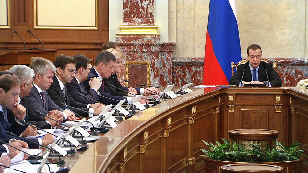 Под свист «регуляторной гильотины». Как правительство России борется с зарегулированностью экономики